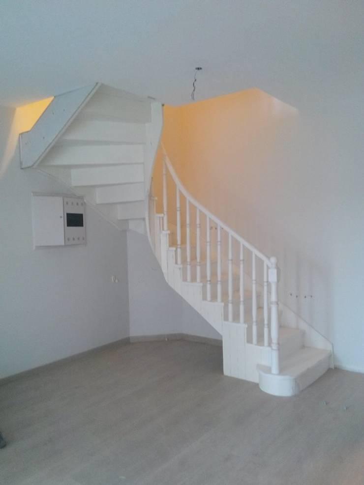 de style  par Yıldız  Ahşap merdiven ve küpeşte, Moderne