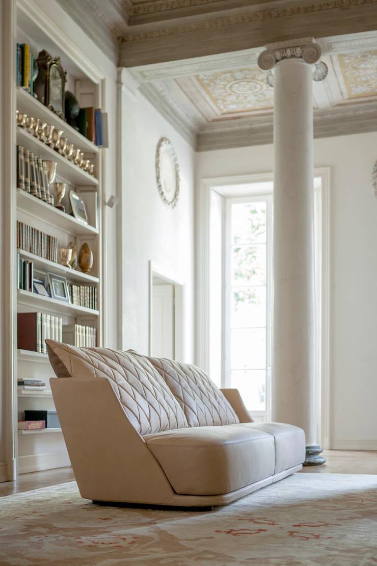 Grace: Soggiorno in stile  di Alberta Pacific Furniture,