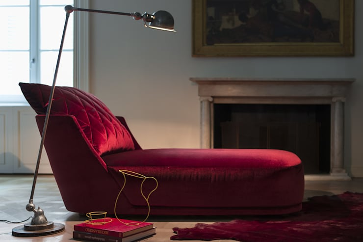 Grace Chaise Longue: Soggiorno in stile  di Alberta Pacific Furniture,