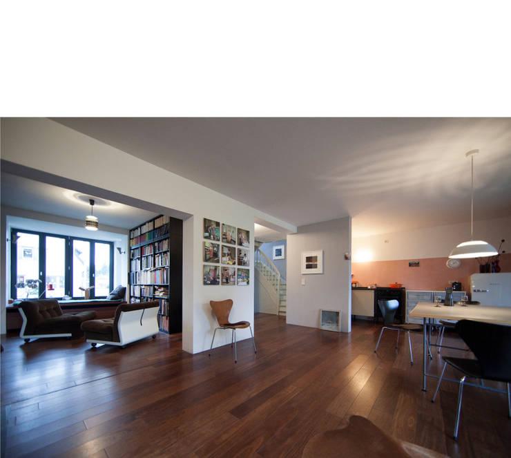 Salas de estilo moderno por beissel schmidt architekten