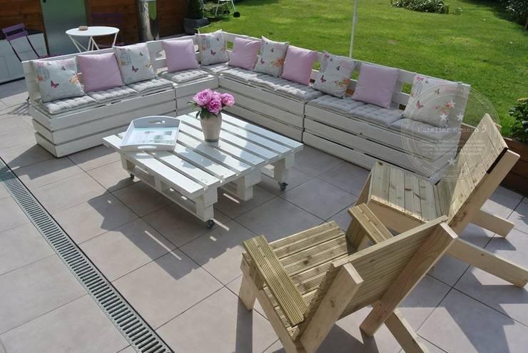 Salon de jardin réalisé avec des palettes: Jardin de style  par L' Atelier Numéro 5