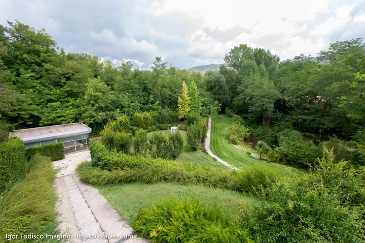 COME UNA LANTERNA: Giardino in stile  di CATERINA CAMEROTA ARCHITETTO
