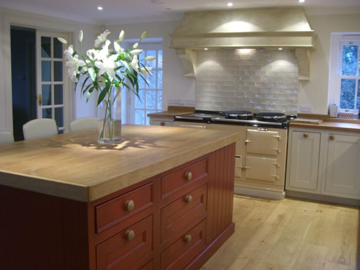 Hand Painted Kitchens:  Kitchen by Carte Blanche Decorative Painters