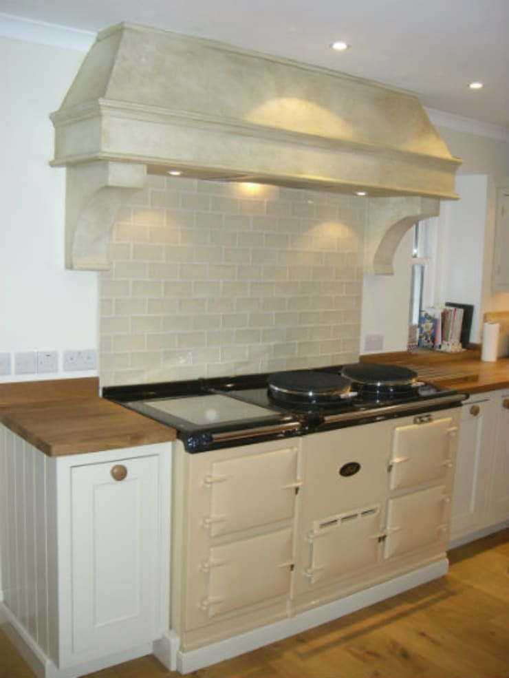 Hand Painted Kitchen - Perthshire:  Kitchen by Carte Blanche Decorative Painters