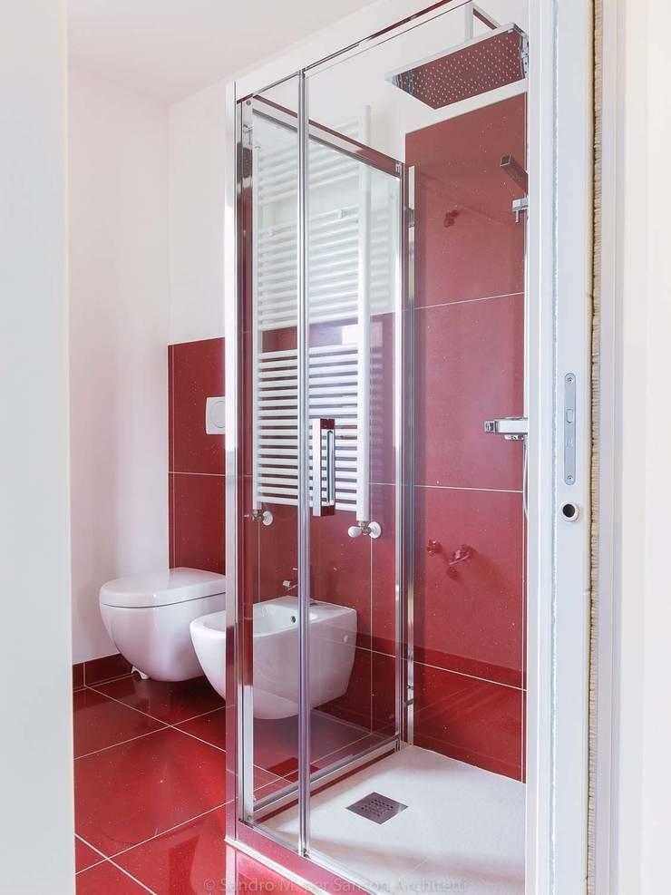 Ванные комнаты в . Автор – SANSON ARCHITETTI, Модерн