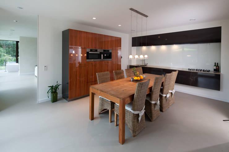 Kochen: minimalistische Küche von Hermann Josef Steverding Architekt