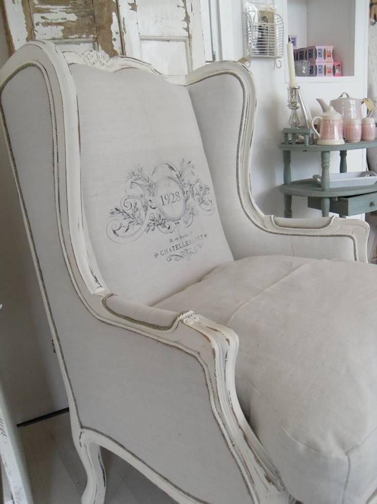 Gestofeerde stoel:   door gustaviaans vintage homestyle, Rustiek & Brocante