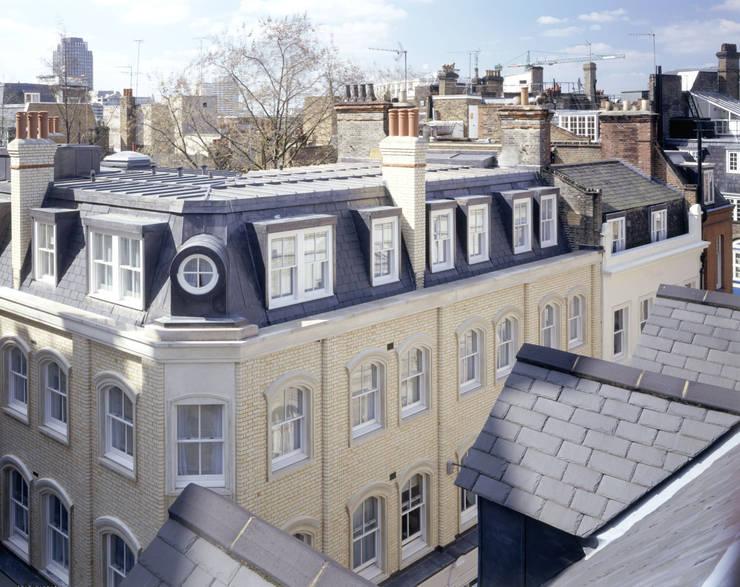 Wardrobe Court:  Houses by KSR Architects
