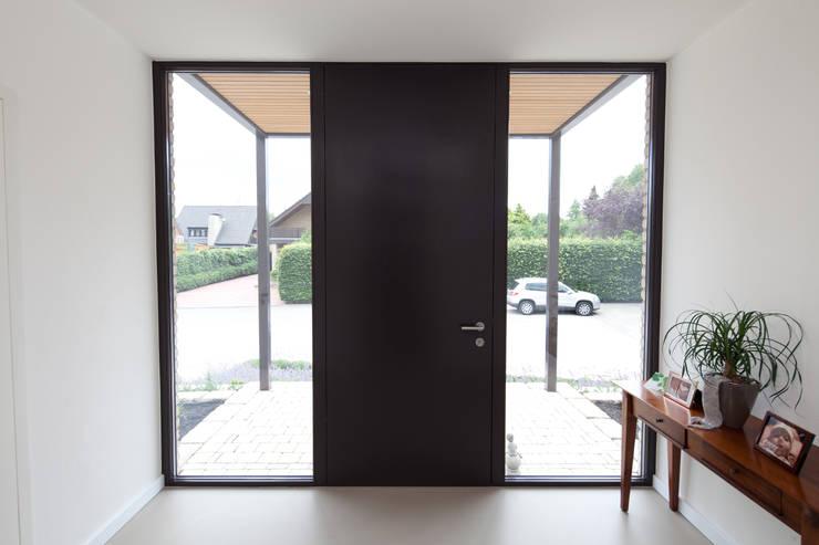 Eingagsbereich:  Fenster von Hermann Josef Steverding Architekt