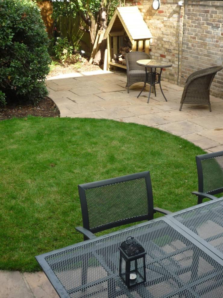Long Suburban Garden:  Garden by Fenton Roberts Garden Design