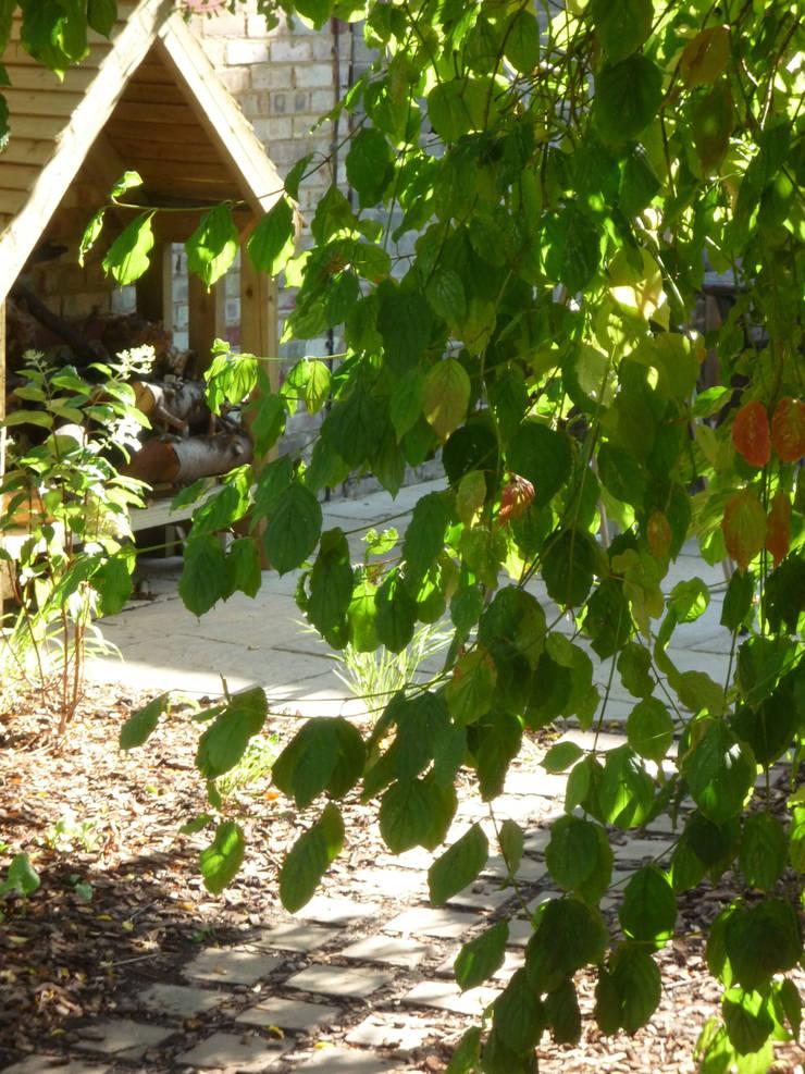 Wood Store:  Garages & sheds by Fenton Roberts Garden Design