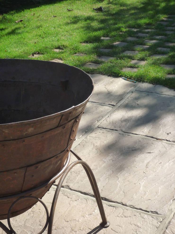 Fire bowl:  Garden  by Fenton Roberts Garden Design