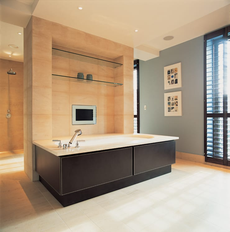 Phillimore Square:  Bathroom by KSR Architects