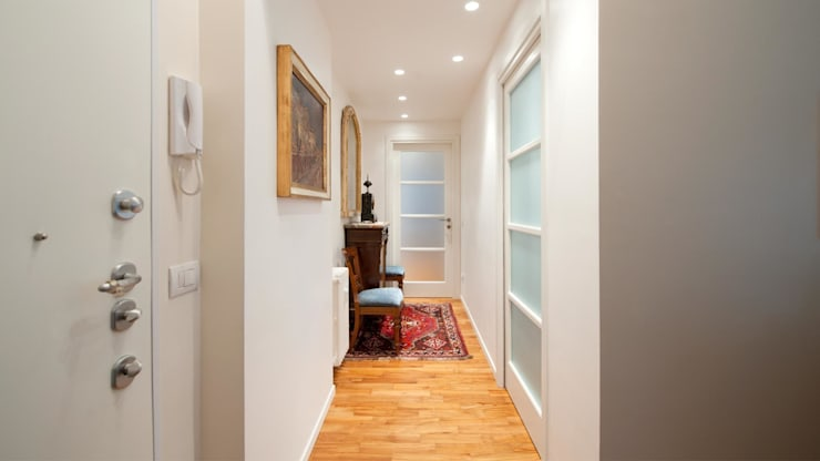 Appartamento a lungotevere – Roma: Ingresso & Corridoio in stile  di Archifacturing