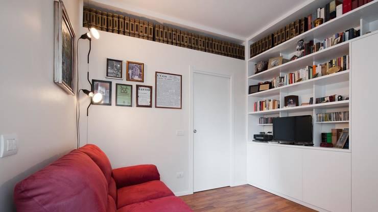 Appartamento a lungotevere – Roma: Studio in stile  di Archifacturing