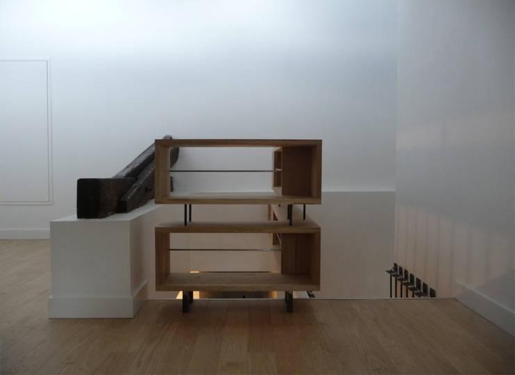 Bibliothèque/Garde-corps : Couloir et hall d'entrée de style  par EIRL Hugues DRAPEAU Architecte