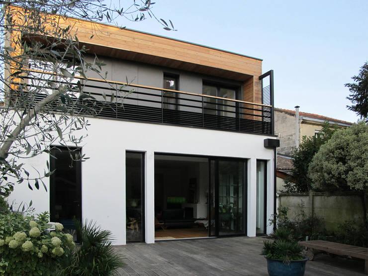 Façade sur jardin: Maisons de style  par EIRL Hugues DRAPEAU Architecte