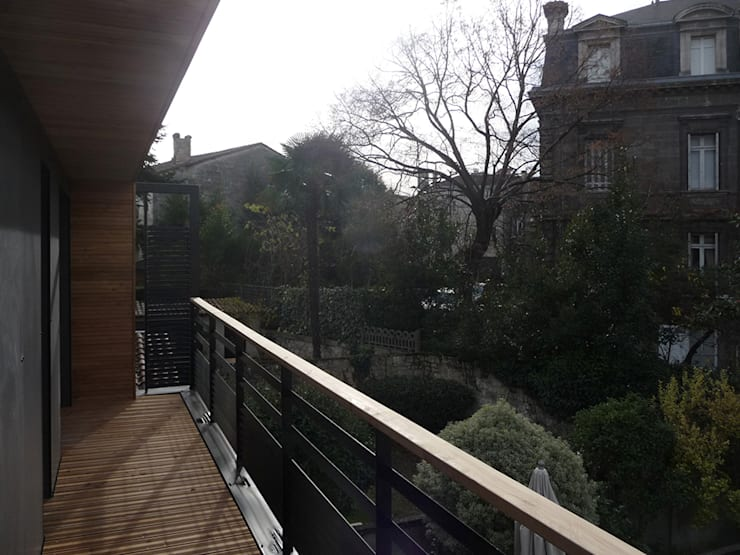 Balcon en ville: Maisons de style  par EIRL Hugues DRAPEAU Architecte