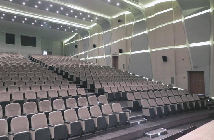 Ayaz Ergin İç Mimarlık  – DUHOK UNIVERSITY - Conference Hall:  tarz Kongre Merkezleri