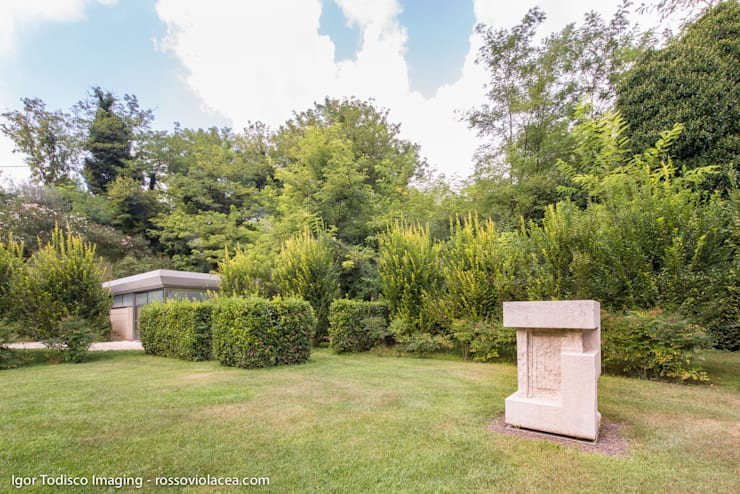 FOLIES… .COME IN UN GIARDINO ALL'INGLESE: Giardino in stile  di CATERINA CAMEROTA ARCHITETTO