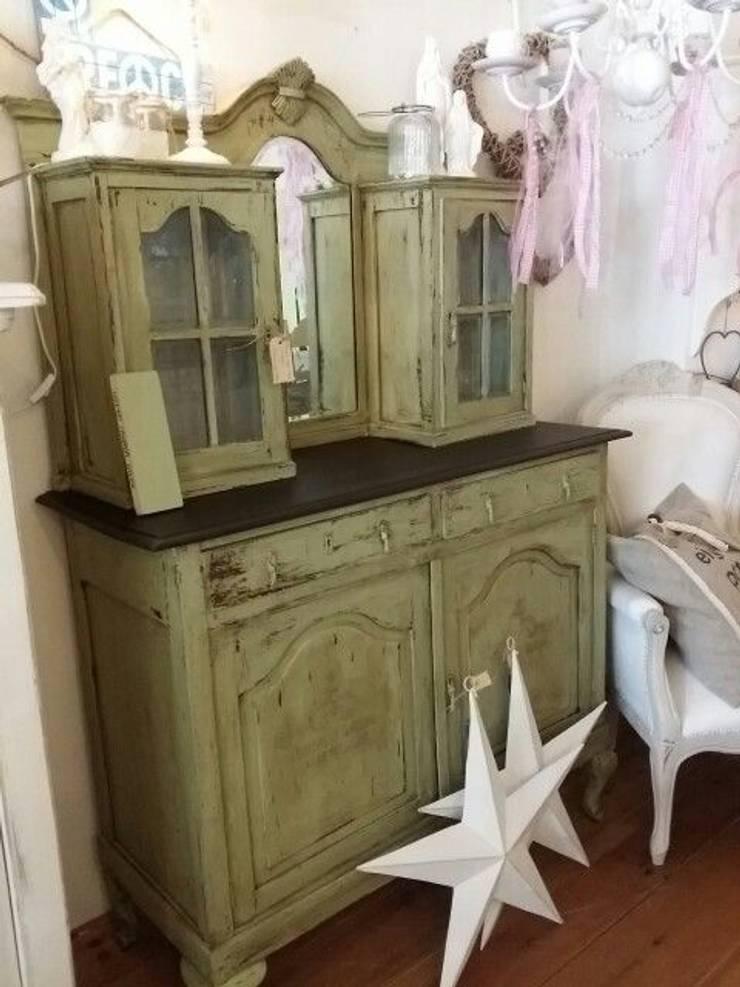 Oma's gepimpte kast:  Woonkamer door gustaviaans vintage homestyle