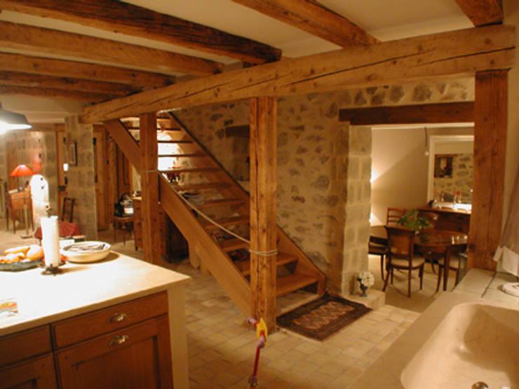 Maison à Bournens: Couloir et hall d'entrée de style  par [GAA] GUENIN Atelier d'Architectures SA