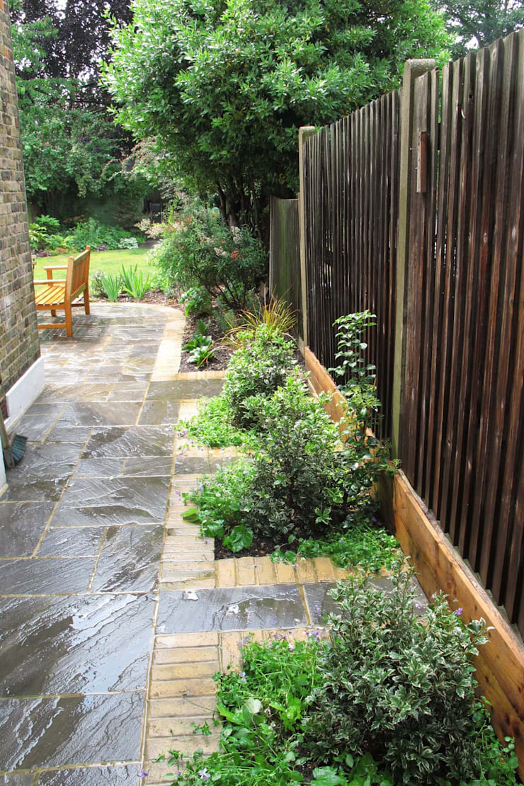 Side return:  Garden by Fenton Roberts Garden Design