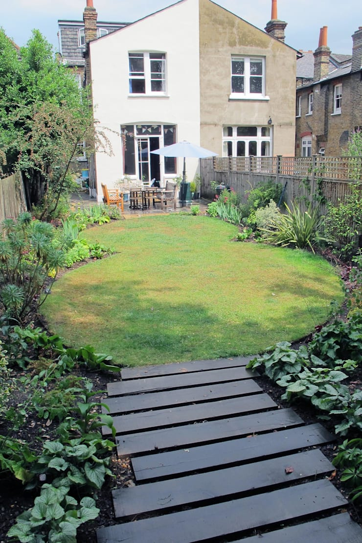 Oval Lawns:  Garden by Fenton Roberts Garden Design