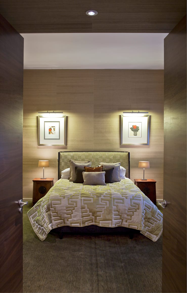 Holford Road 2:  Bedroom by KSR Architects