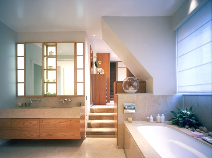 Holford Road 1:  Bathroom by KSR Architects