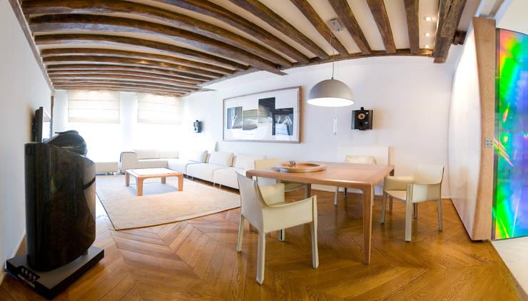 Salon - salle à manger: Salon de style  par Atelier TO-AU