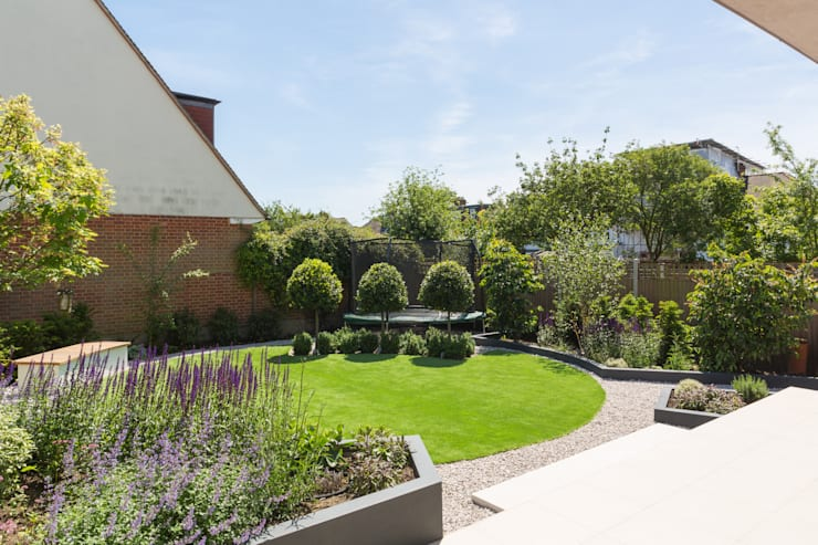 Broadgates Road: modern Garden by Granit Architects