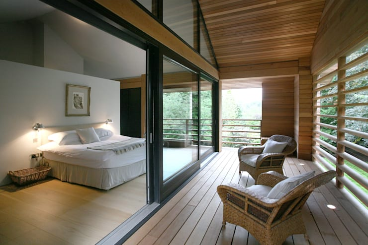 Cedarwood:  Bedroom by Nicolas Tye Architects