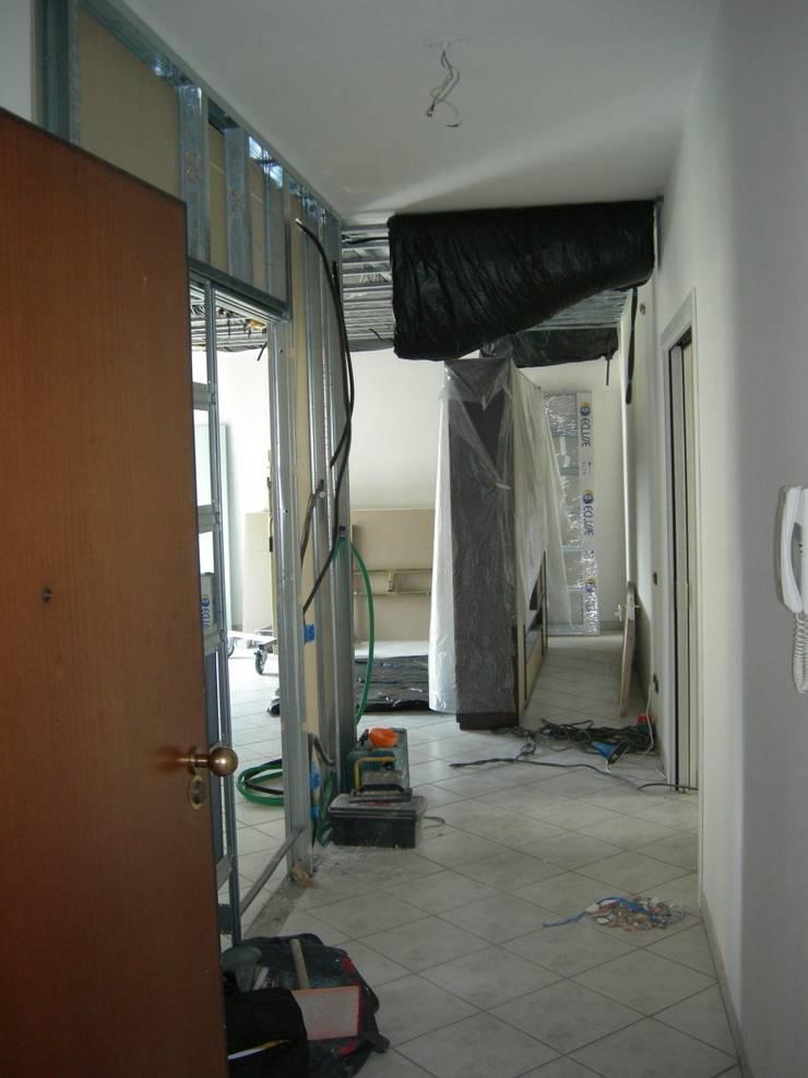 Ristrutturazione Appartamento – Caselle di Selvazzano (PD):  in stile  di Simone Battistotti - SB design,