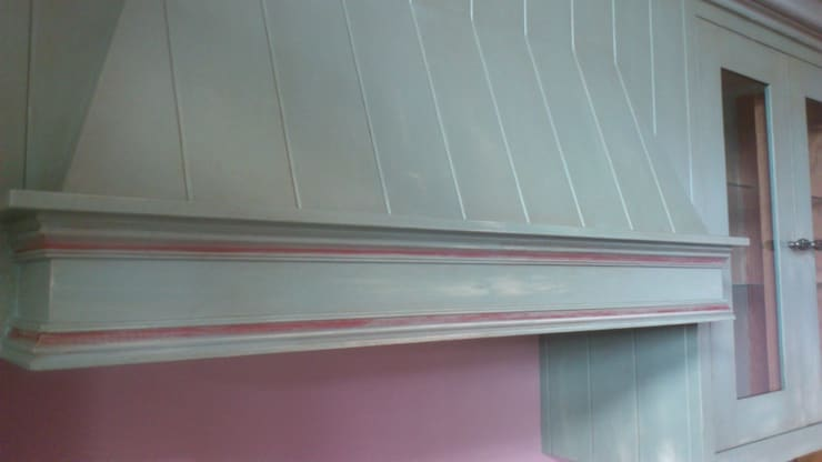 Hand Painted Distressed Kitchen - Stirlingshire:  Kitchen by Carte Blanche Decorative Painters