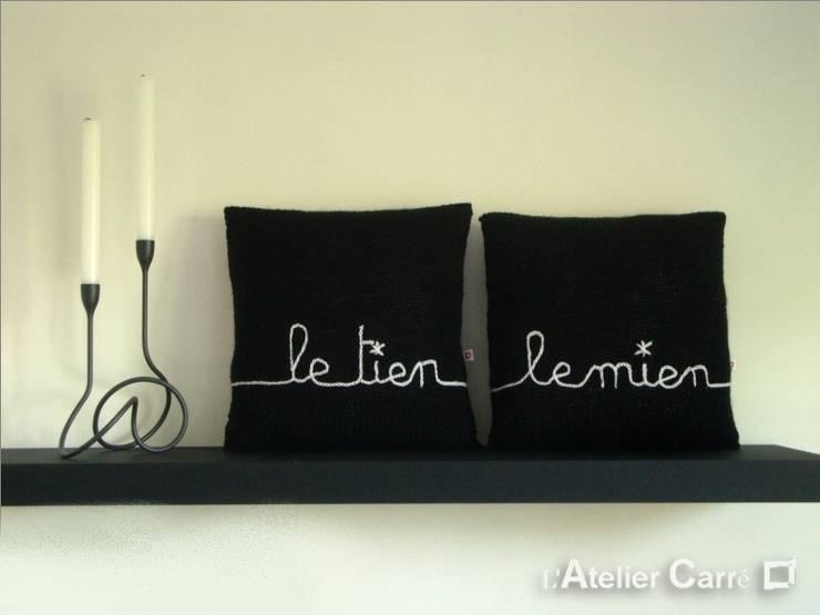 Coussin en tricot personnalisable: Chambre de style  par L'Atelier Carré