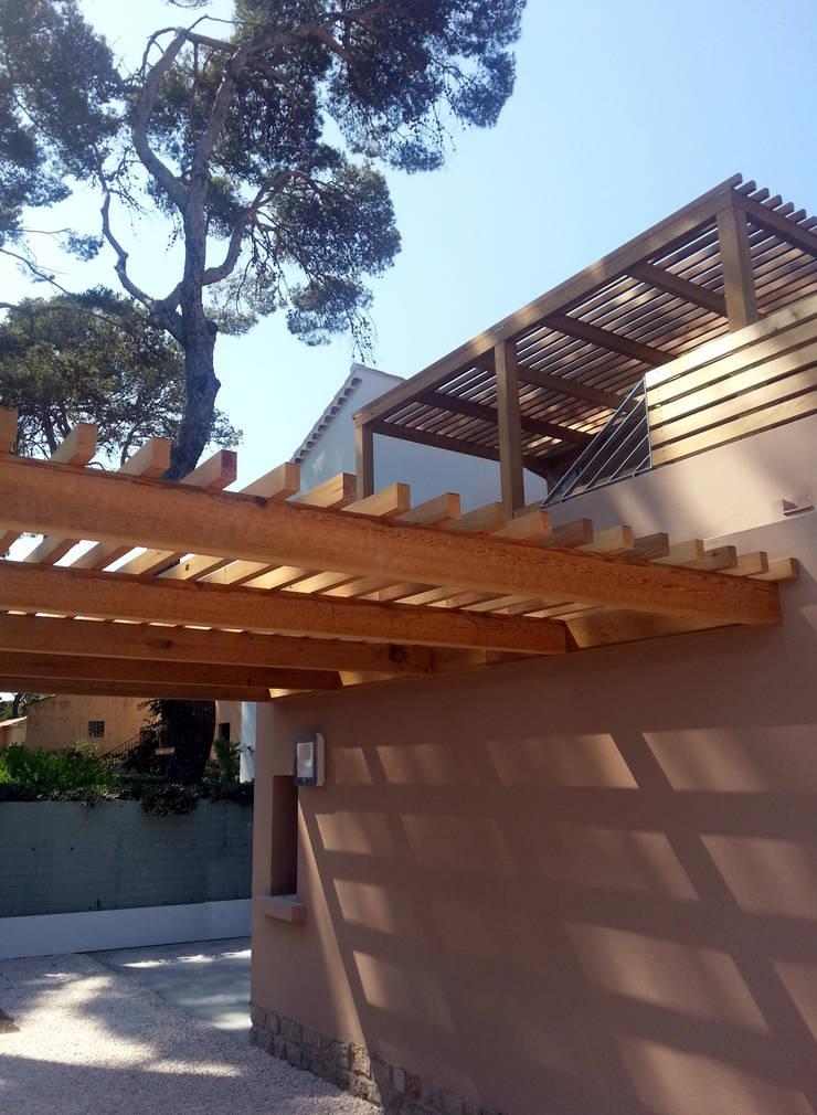 Pergola en bois: Jardin de style  par Atelier TO-AU