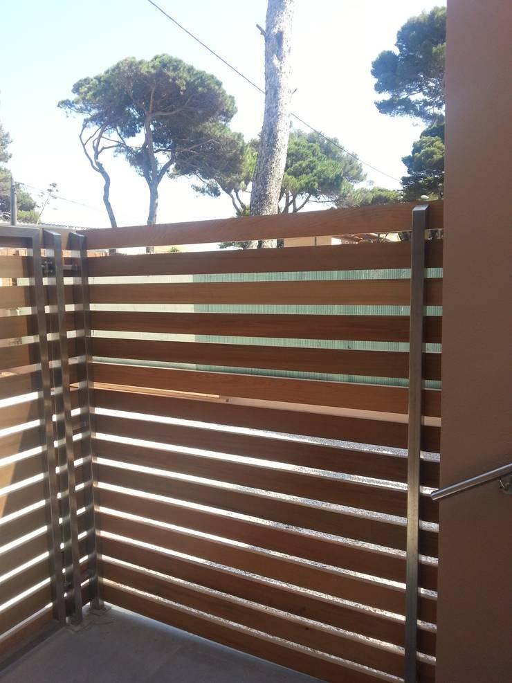 Claustra en bois: Maisons de style  par Atelier TO-AU