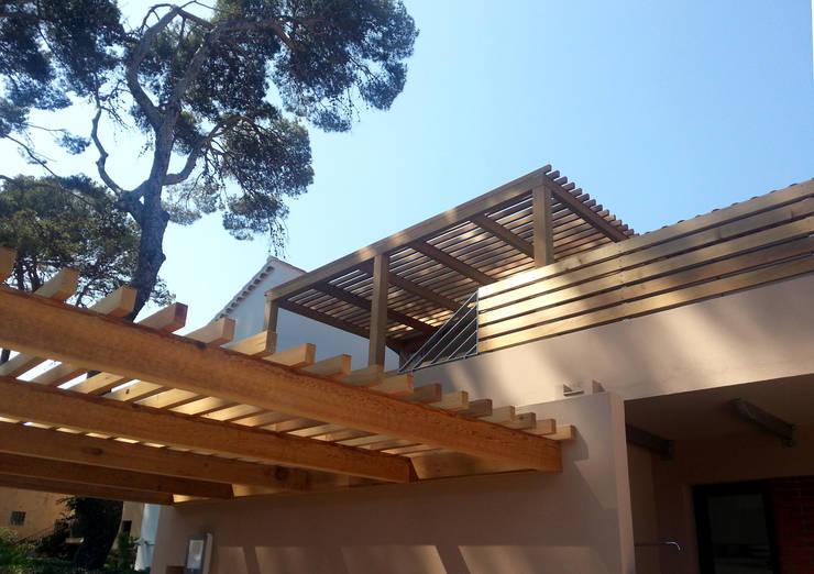 Villa Les Pesquiers: Maisons de style  par Atelier TO-AU