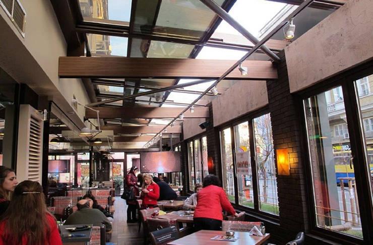 Giardino d'inverno per il bar/caffé: Gastronomia in stile  di Studio d'arte e architettura Ana D'Apuzzo