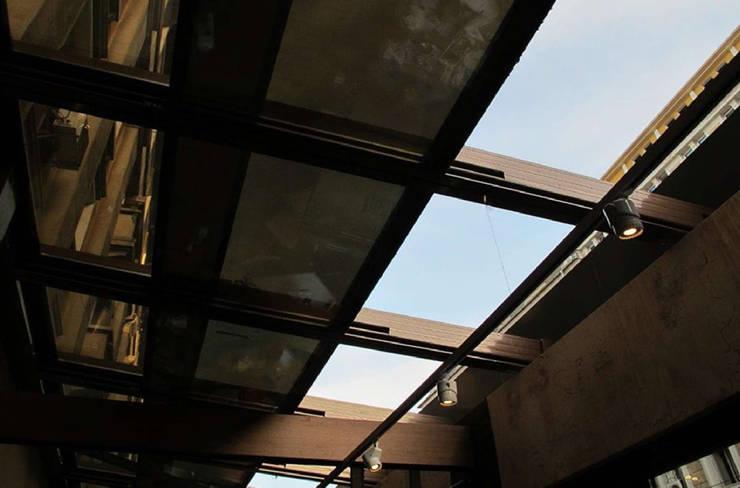 Giardino d'inverno bar/caffé: Gastronomia in stile  di Studio d'arte e architettura Ana D'Apuzzo