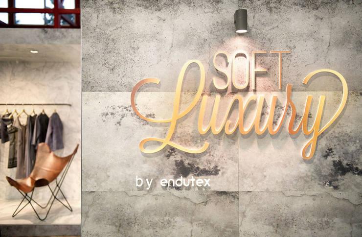 Soft Luxury by Endutex: Ferias de estilo  de Egue y Seta