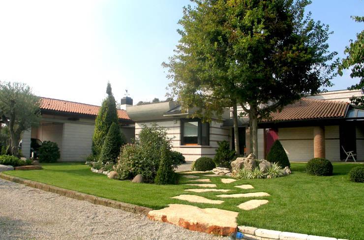 L'INGRESSO: Giardino in stile in stile Eclettico di Lugo - Architettura del Paesaggio e Progettazione Giardini