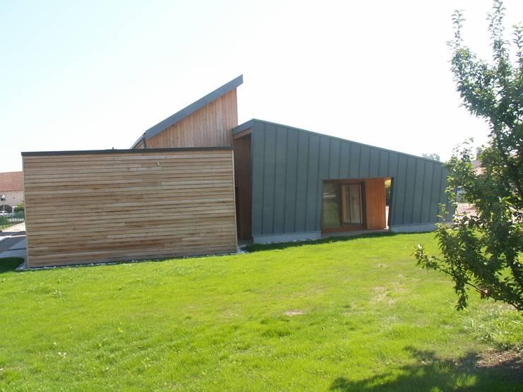 RESTAURANT SCOLAIRE D'UXEGNEY: Ecoles de style  par Jean François GEORGEL Architecte