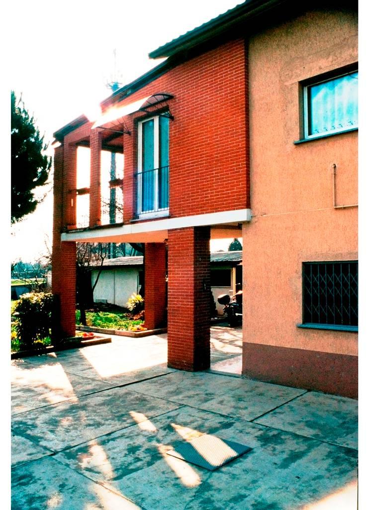 AMPLIAMENTO CASA UNIFAMILIARE: Case in stile  di BORGHI ARCHITECT& PARTNERS,