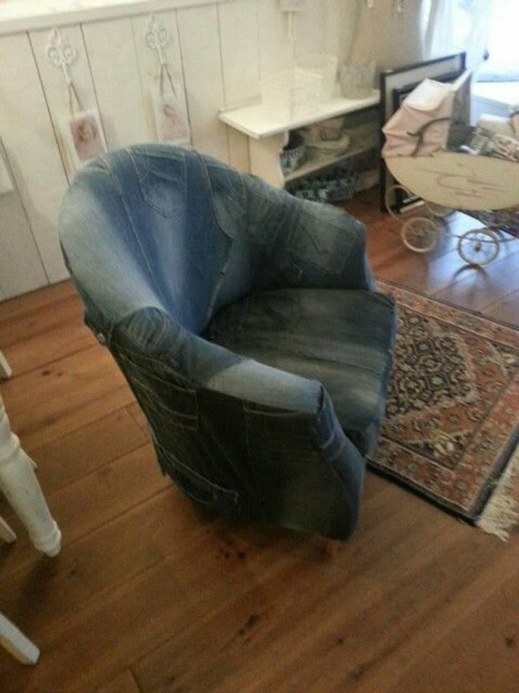 Gepimpte fauteuil met oude spijkerbroeken:   door gustaviaans vintage homestyle, Eclectisch