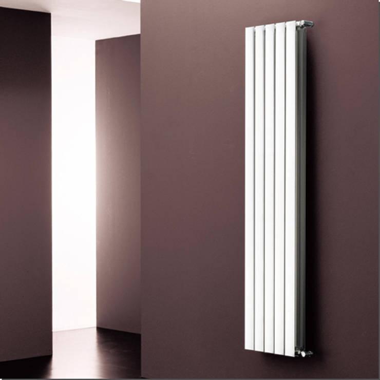 ETA : Bagno in stile in stile Moderno di K8 RADIATORI DI DESIGN/ Design Radiators / Designheizkörper/ Radiateur design