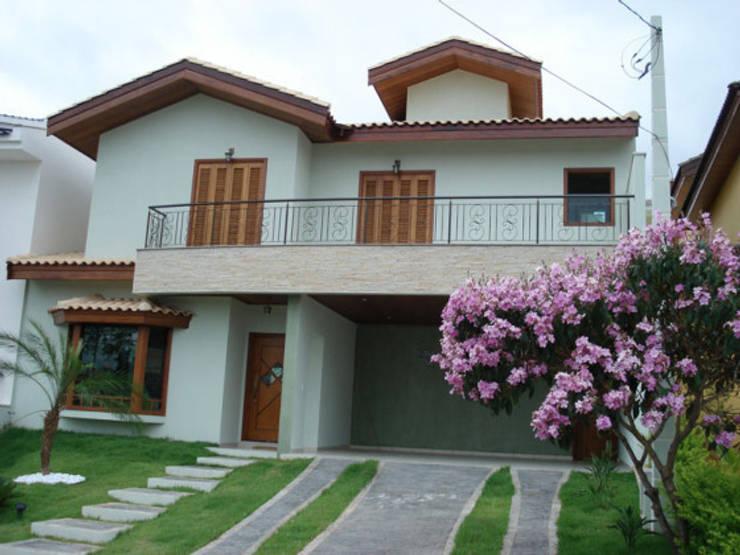 Residencia Ibiti: Casas ecléticas por arquiteto
