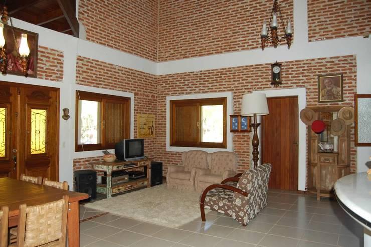 Projeto casa de campo: Salas de estar  por arquiteto,Rústico