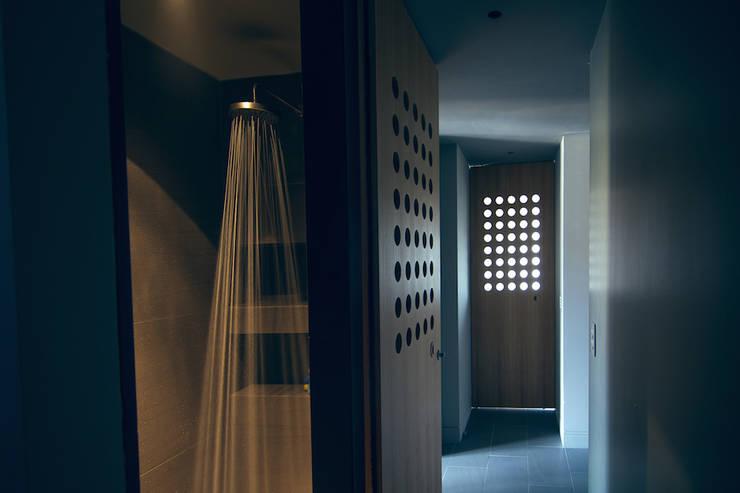 house#02 doccia:  in stile  di andrea rubini architetto, Minimalista Ceramica